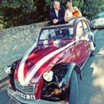 Photo d'un mariage en 2cv Charleston proposée à la location par 2cv around the pic